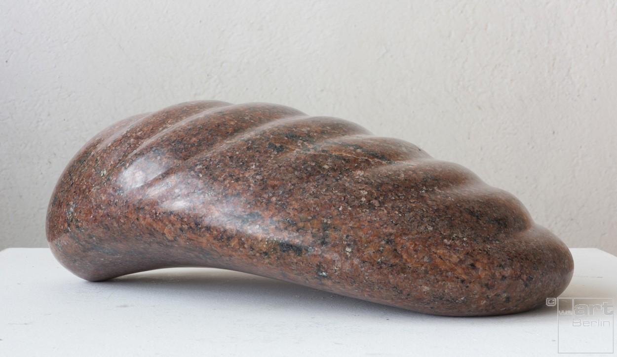 Wellen, seitlich von rechts | Skulptur von Klaus W. Rieck | Granit, Stein