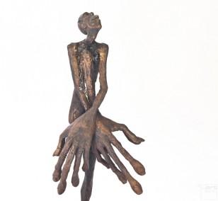 SchamDi - frontal, Bronze Plastik, Skulptur von Tim David Trillsam