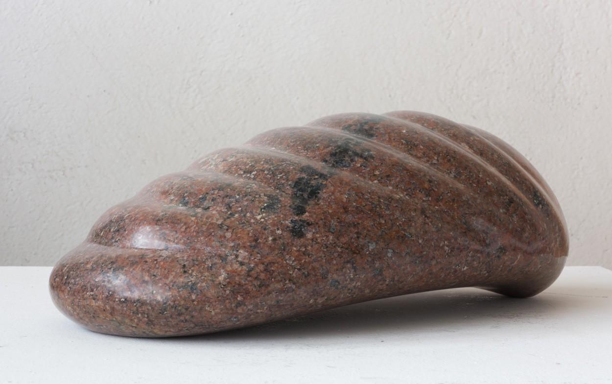 Wellen, seitlich von links | Skulptur von Klaus W. Rieck | Granit, Stein