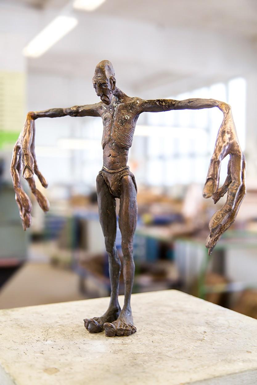 Sprachlos - seitlich von rechts, Bronze Plastik, Skulptur von Tim David Trillsam