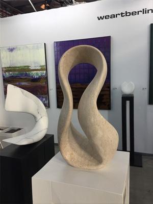 Travertin Skulptur Giro von Bildhauer Klaus W. Rieck