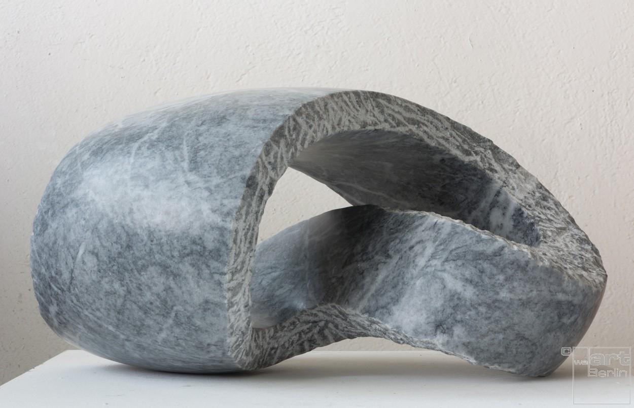 Kurve, von rechts | Skulptur von Klaus W. Rieck | Marmor, Stein