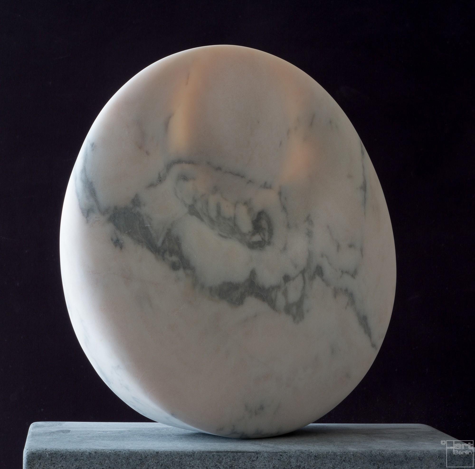 Mondstein, aus Marmor, Stein Skulptur von Bildhauer Klaus W. Rieck