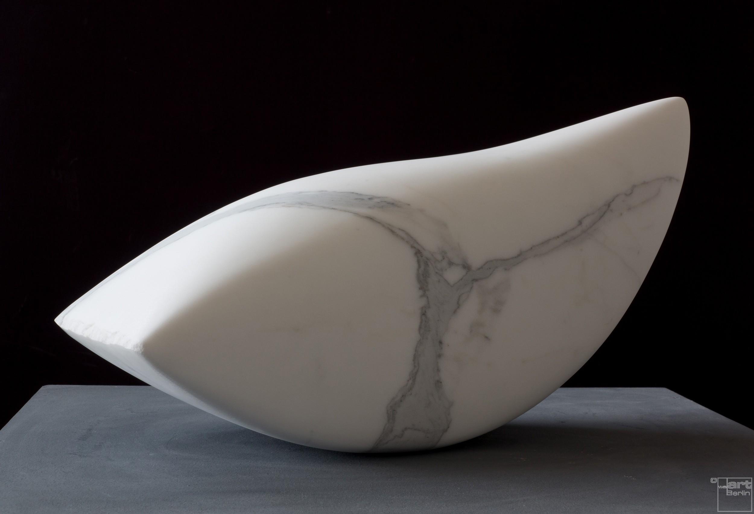 Swing, aus Marmor, Stein Skulptur von Bildhauer Klaus W. Rieck