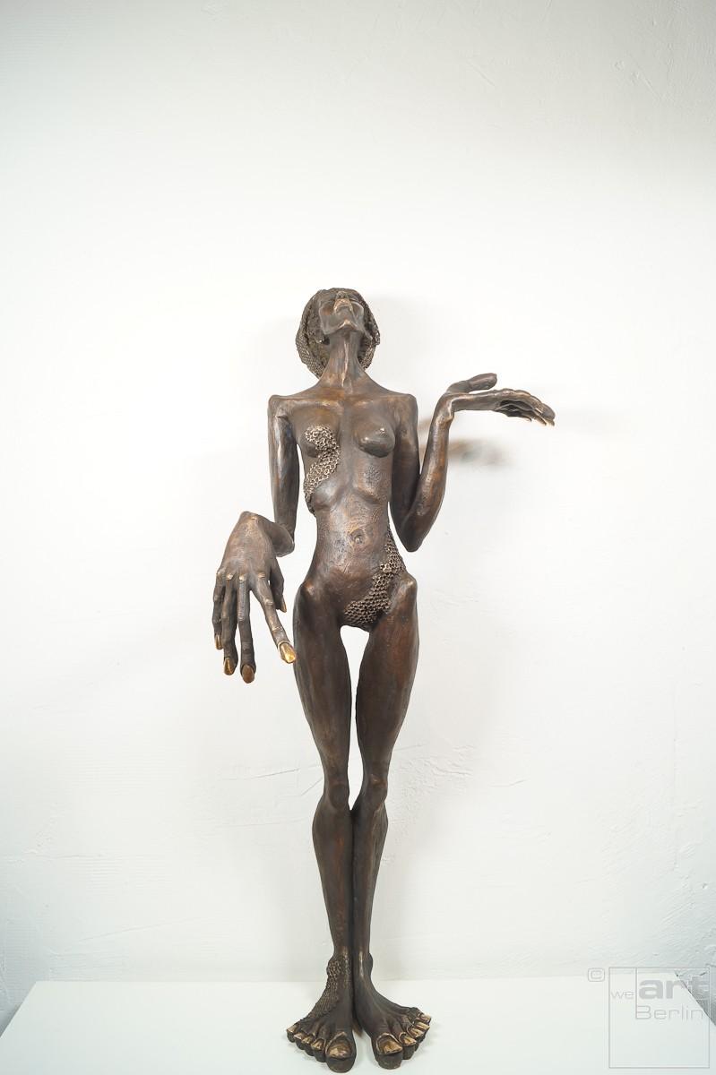 Die Königin - Bronze Plastik, Skulptur von Tim David Trillsam, Edition