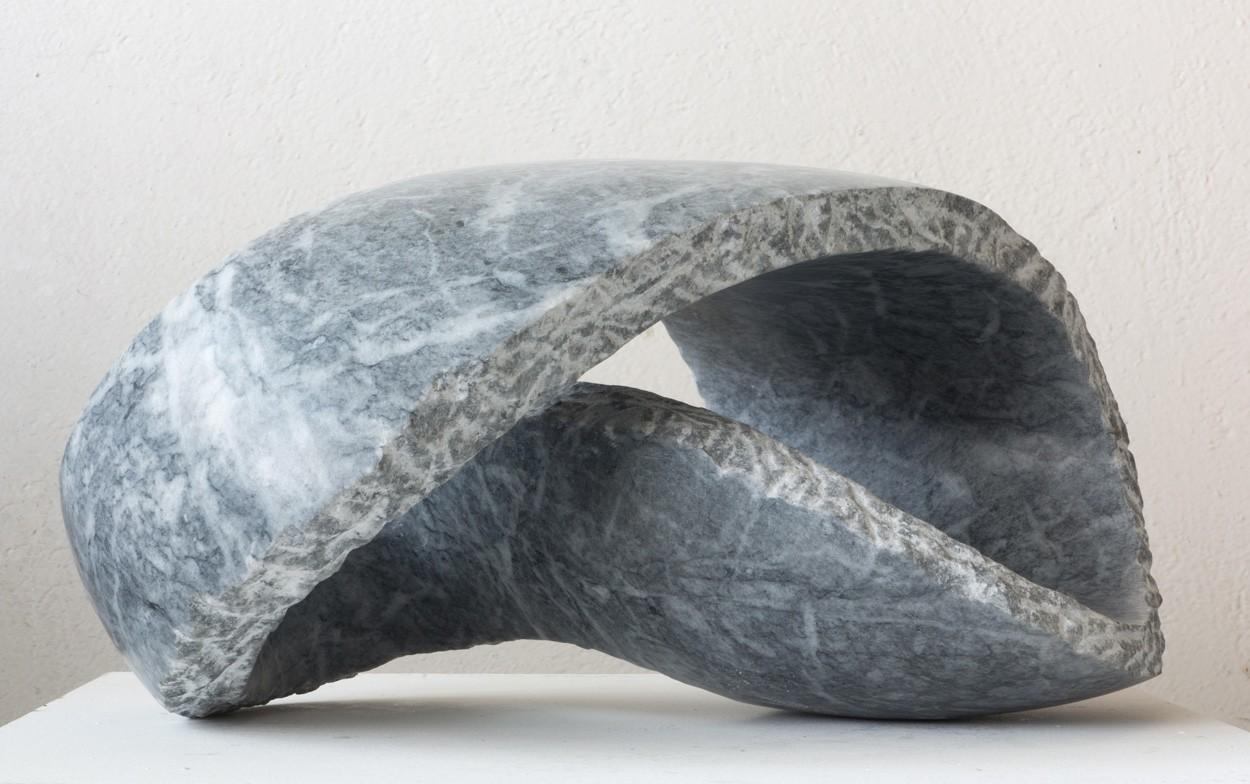 Kurve, von links | Skulptur von Klaus W. Rieck | Marmor, Stein
