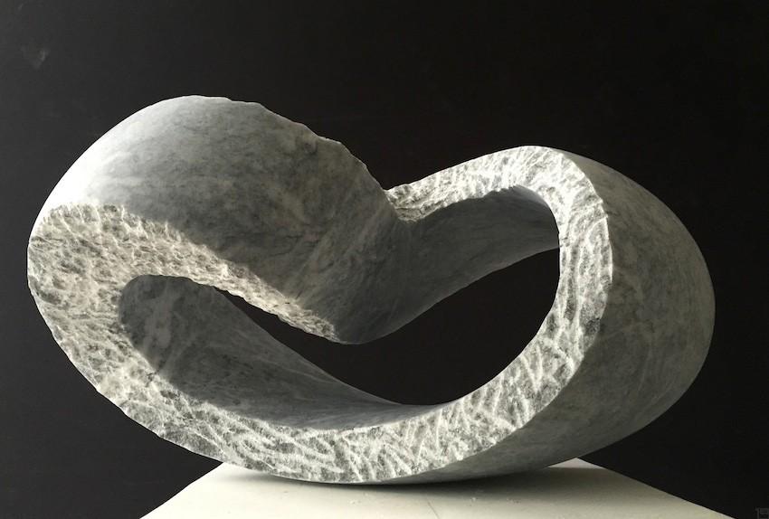 Kurve, gedreht | Skulptur von Klaus W. Rieck | Marmor, Stein