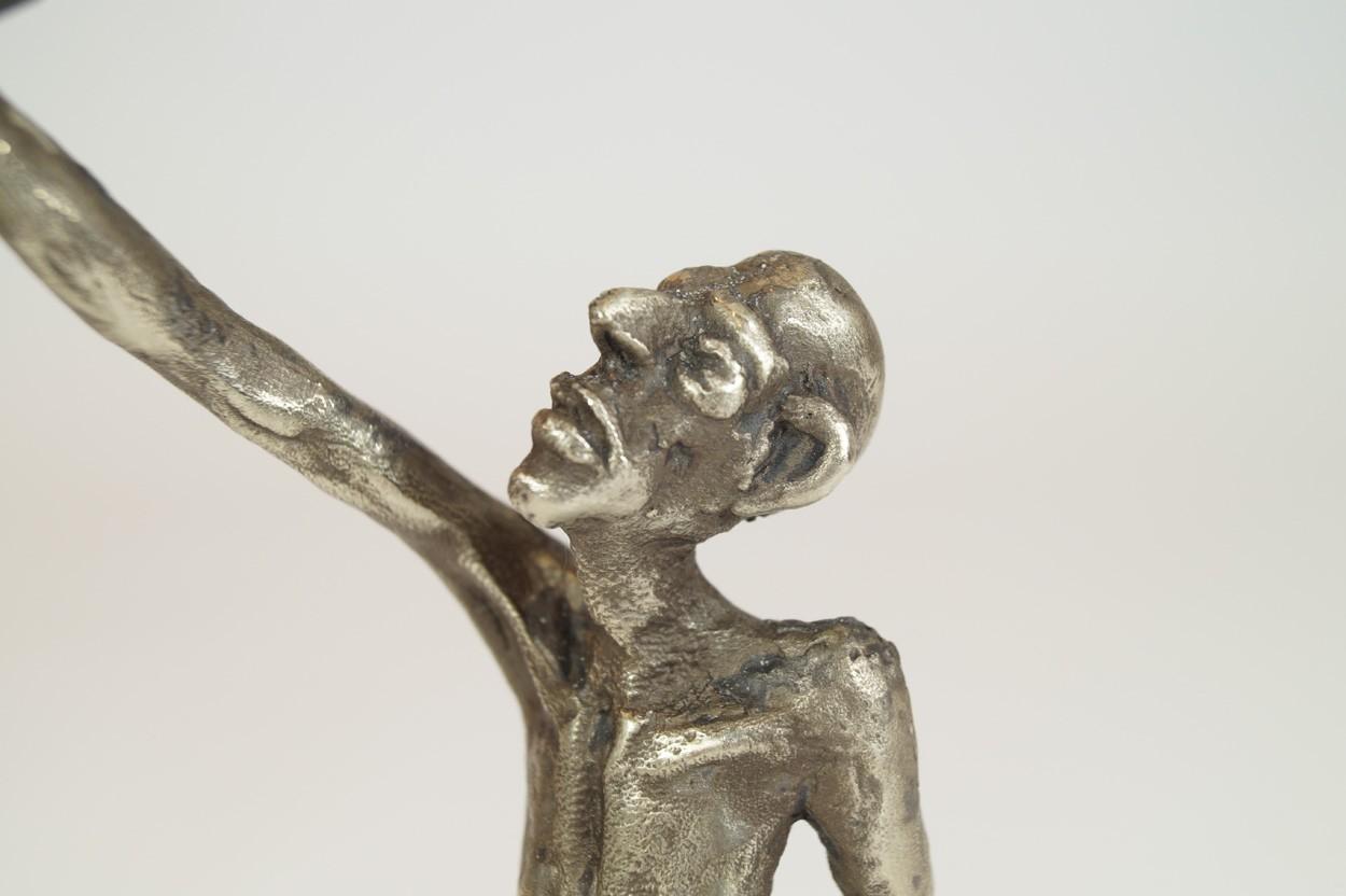 ICH - Detail Kopf, Neusilber Plastik, Skulptur von Tim David Trillsam
