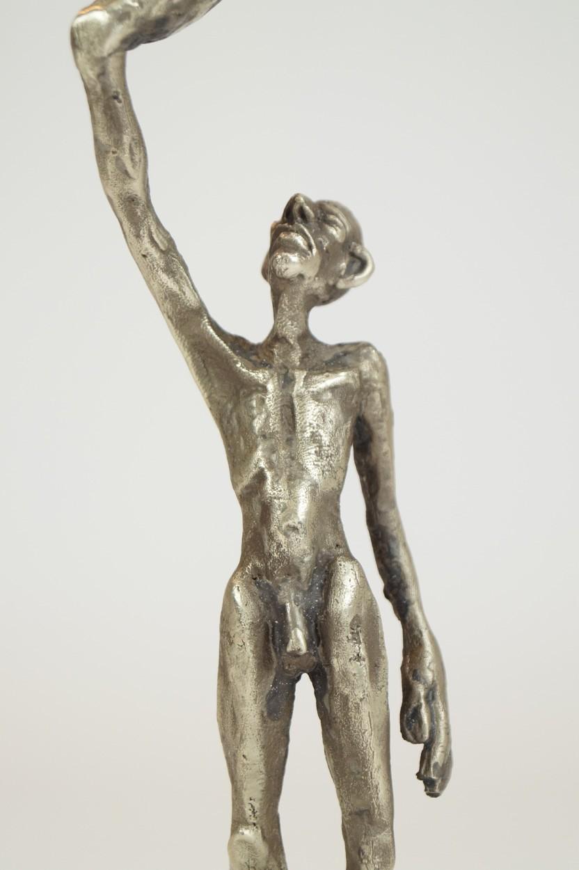 ICH - Detail Körper, Neusilber Plastik, Skulptur von Tim David Trillsam