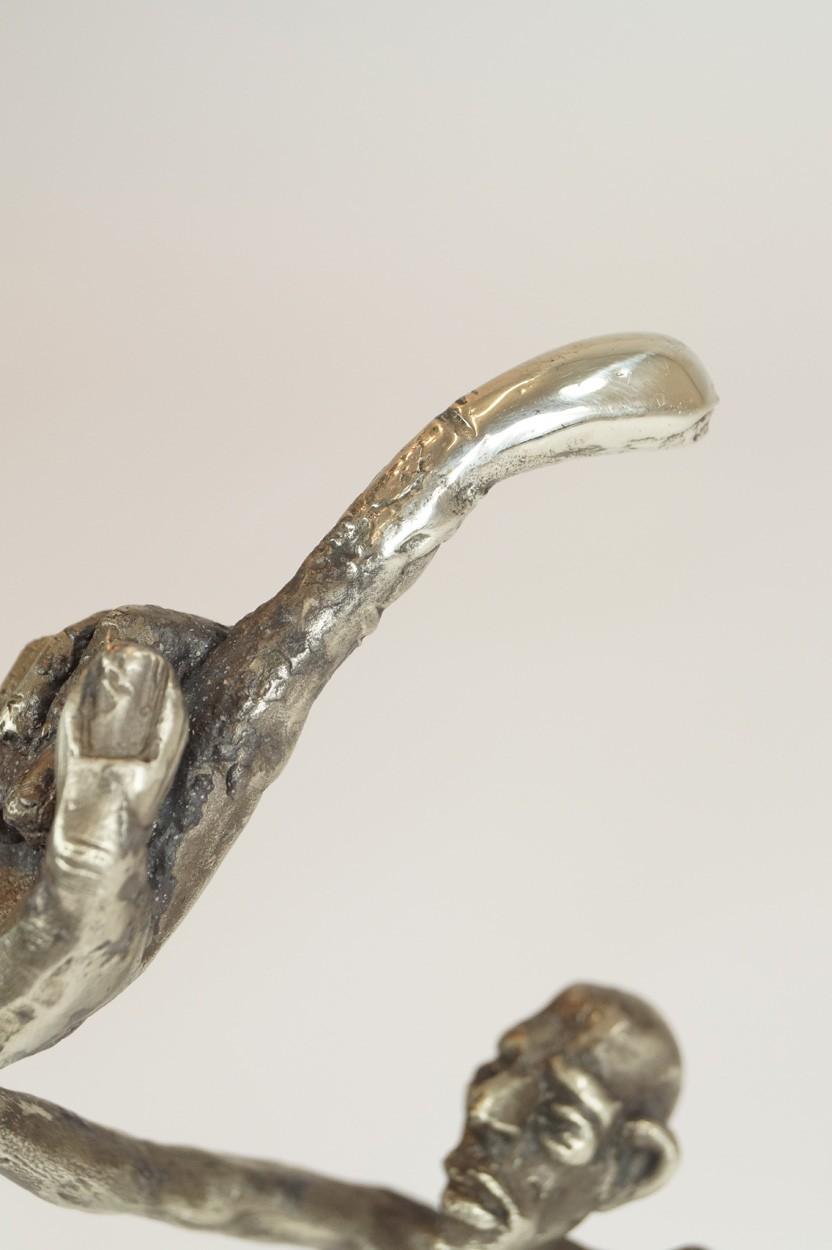 ICH - Detail Hand und Kopf, Neusilber Plastik, Skulptur von Tim David Trillsam