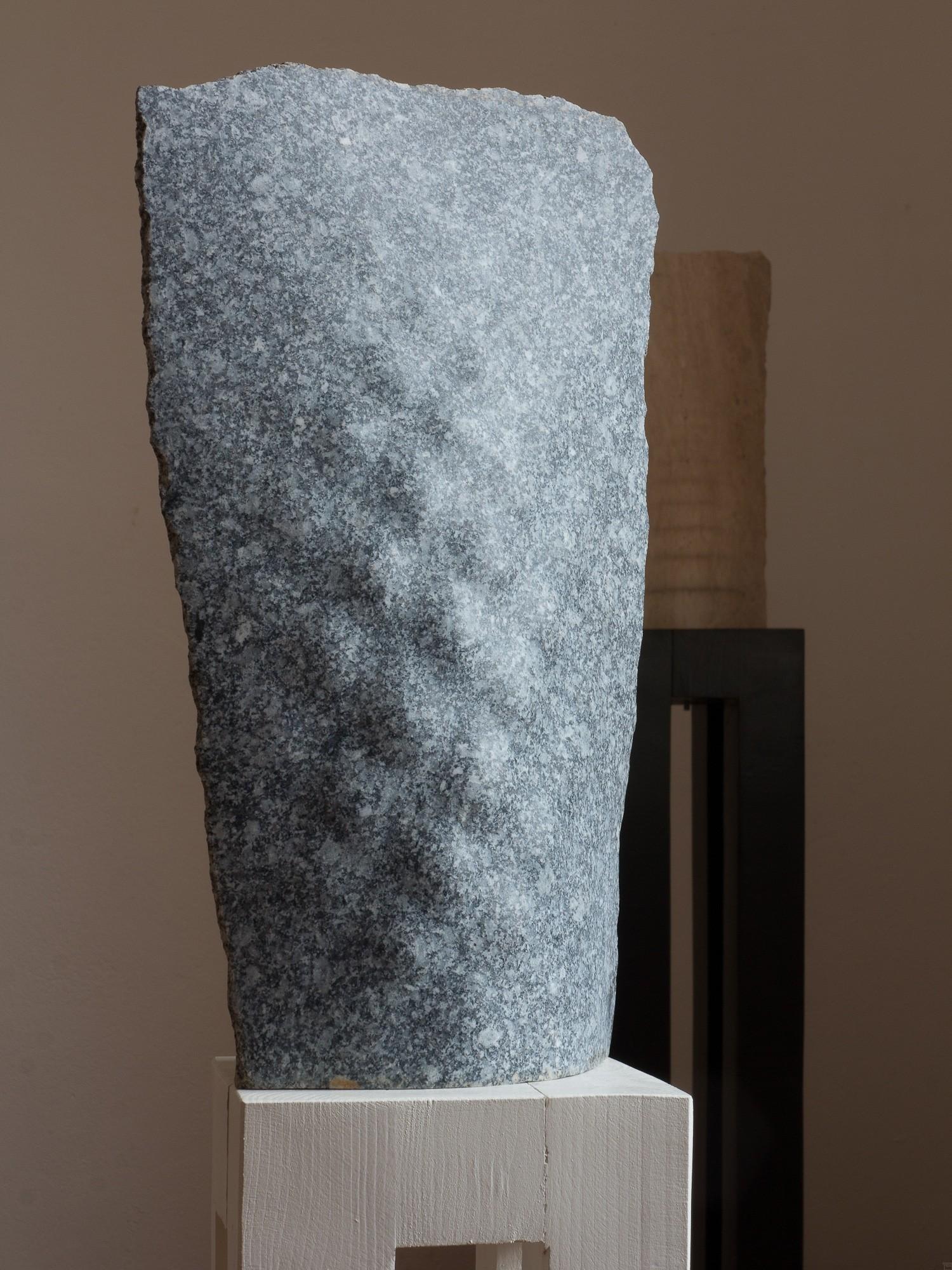 Tides 2, vorn, aus Granit, Stein Skulptur von Bildhauer Klaus W. Rieck