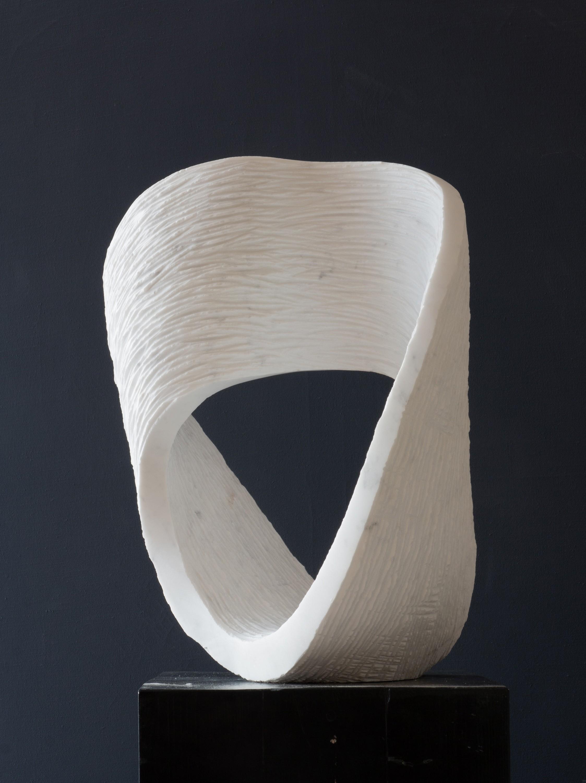 Ordinario, Marmor, seitlich, Stein Skulptur von Bildhauer Klaus W. Rieck
