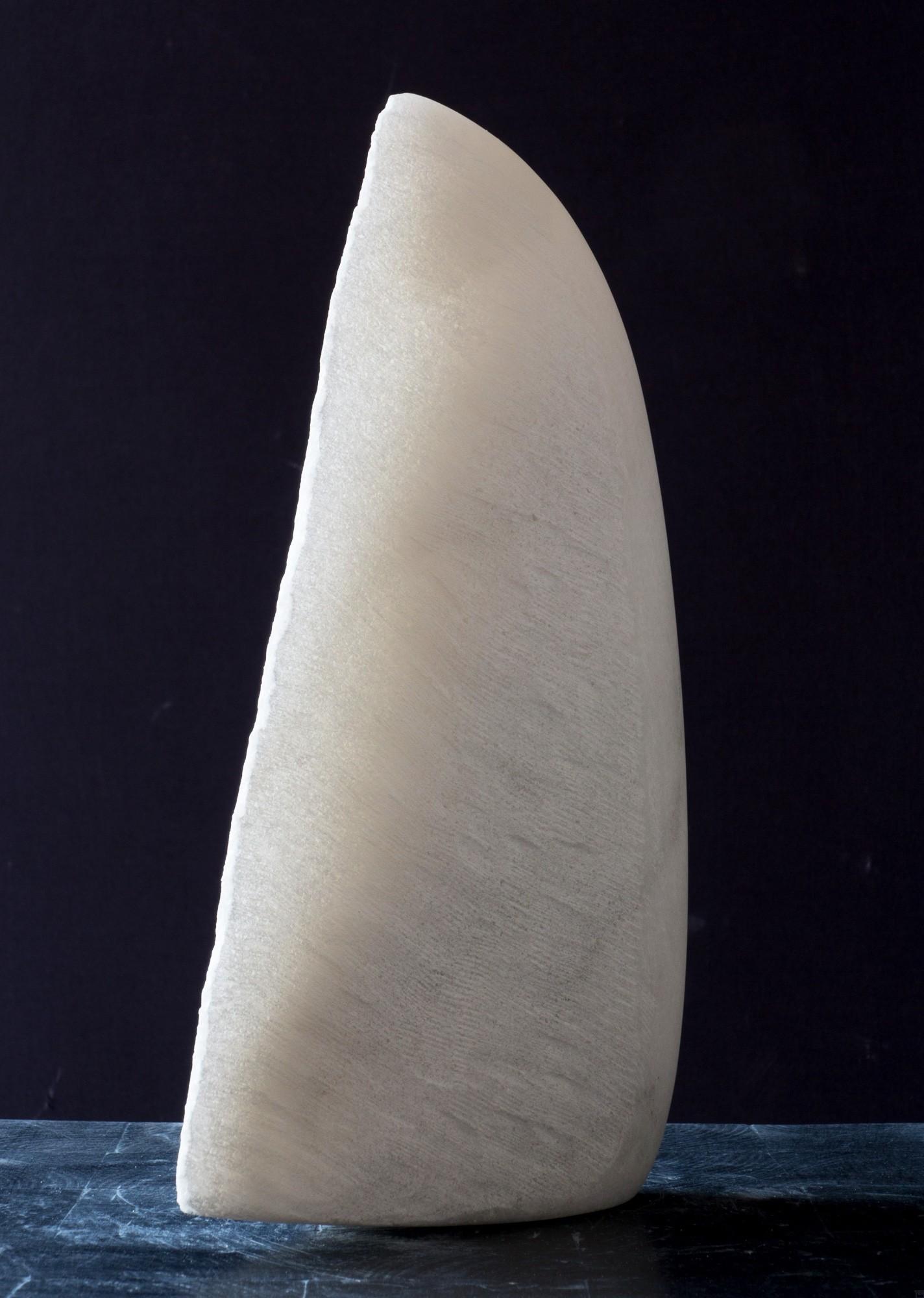 Kleiner Flügel, Stein Skulptur aus Marmor von Bildhauer Klaus W. Rieck (3)