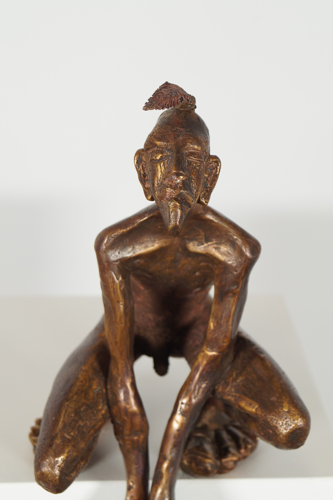 Der Kantenhocker - Deatil, Bronze Plastik, Skulptur von Tim David Trillsam, Edition
