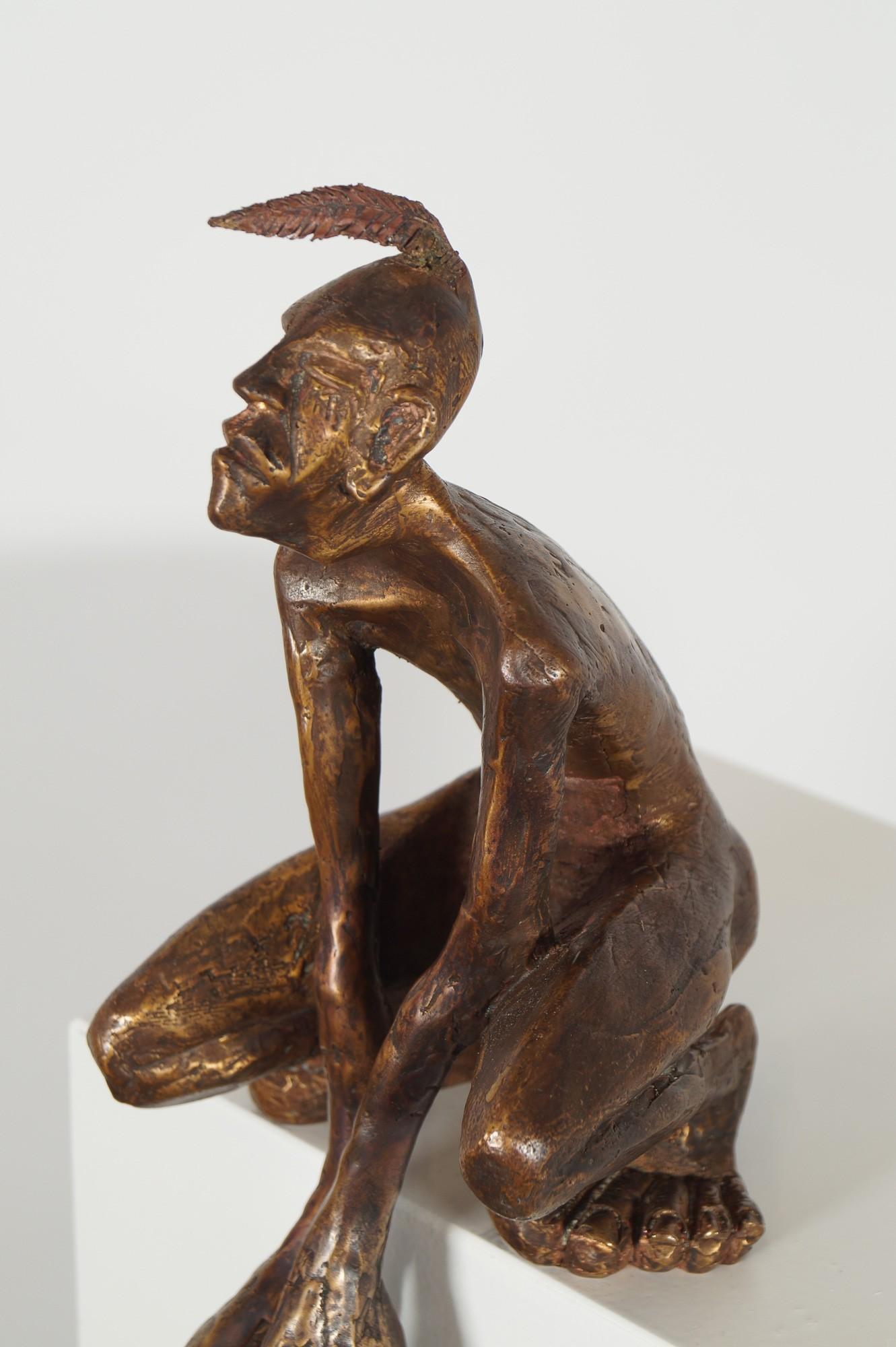 Der Kantenhocker - Detail von links, Bronze Plastik, Skulptur von Tim David Trillsam, Edition
