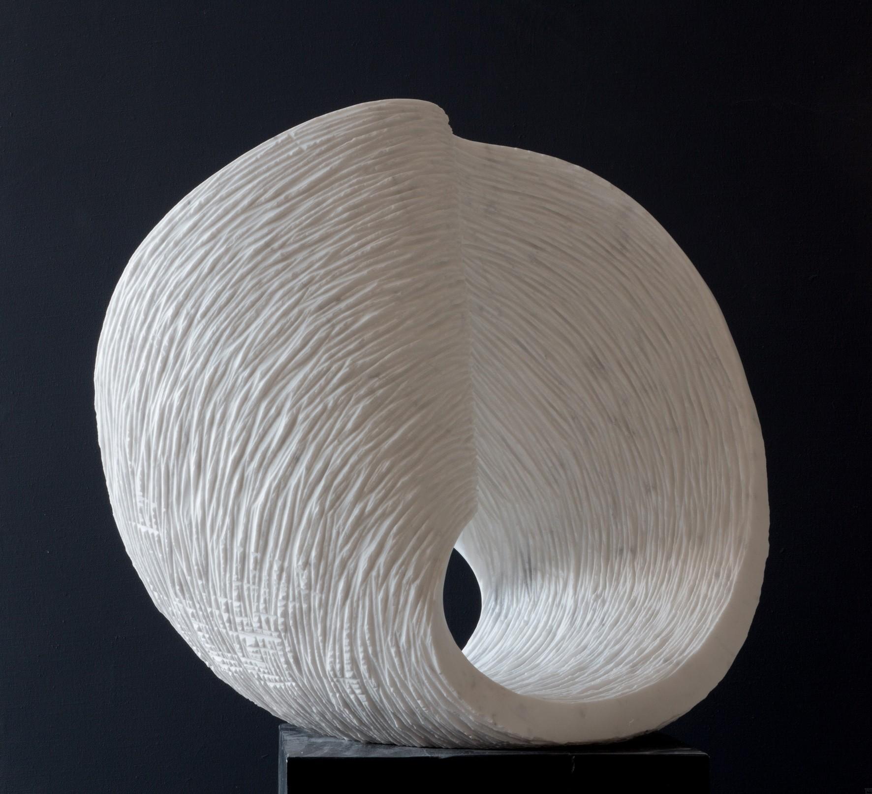 Max, Stein Skulptur aus Marmor von Bildhauer Klaus W. Rieck_02