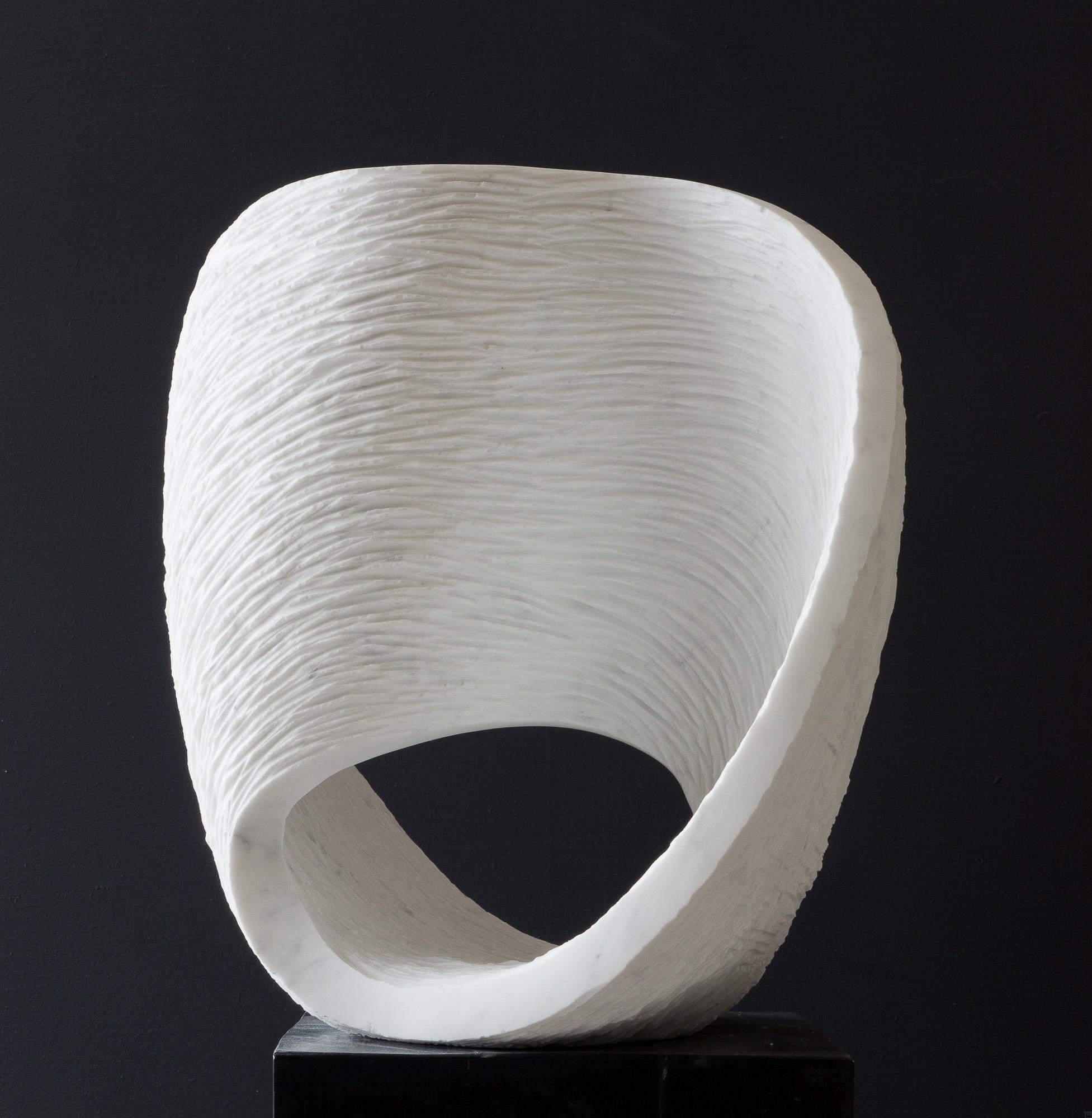 Max, Stein Skulptur aus Marmor von Bildhauer Klaus W. Rieck
