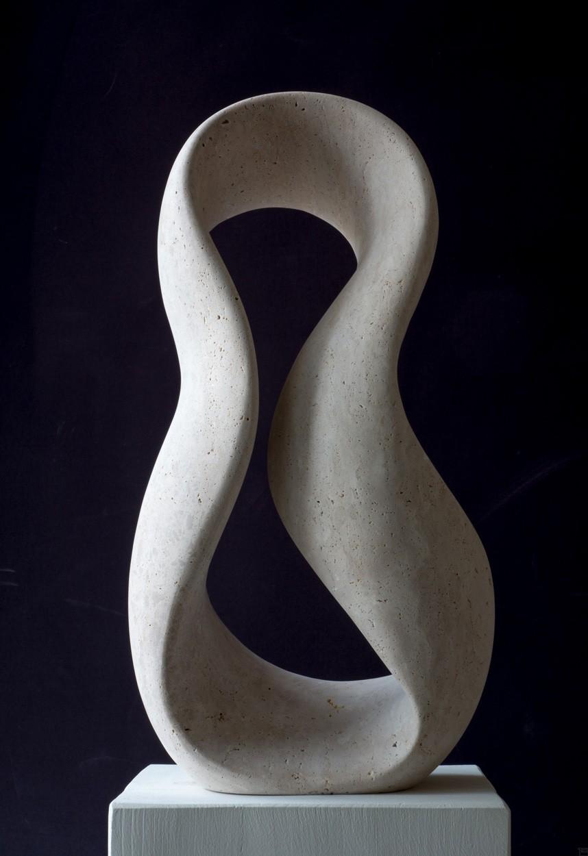 Giro, frontal, aus Travertin, Stein Skulptur von Bildhauer Klaus W. Rieck