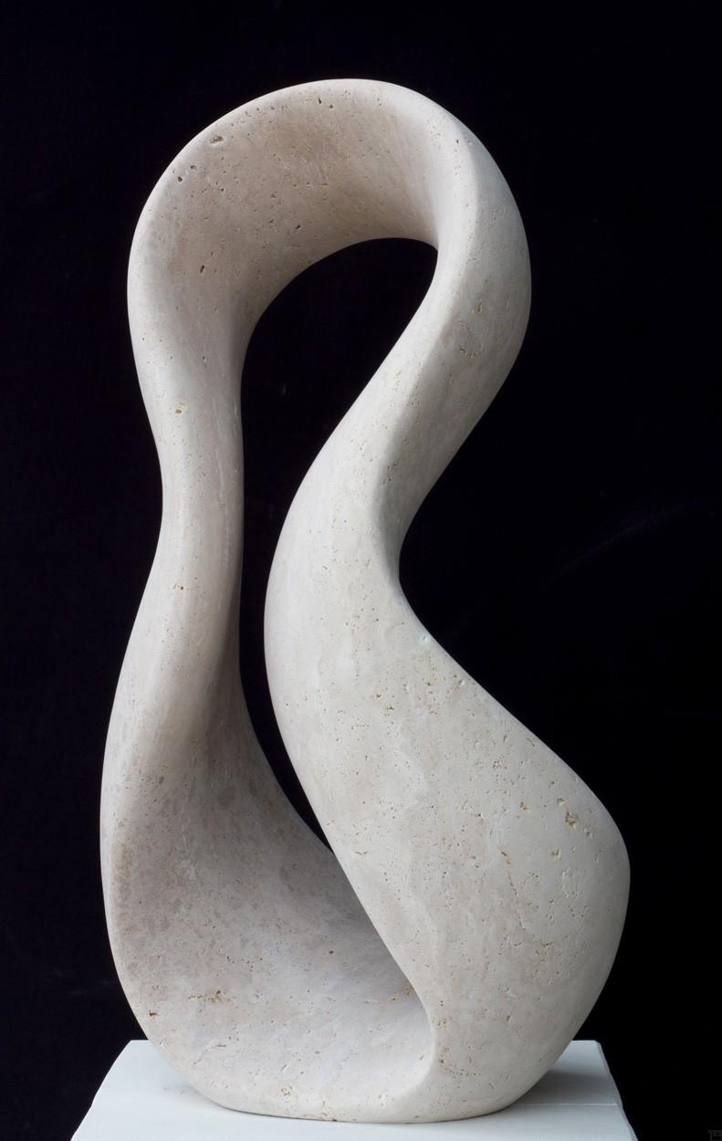 Giro, seitlich, aus Travertin, Stein Skulptur von Bildhauer Klaus W. Rieck
