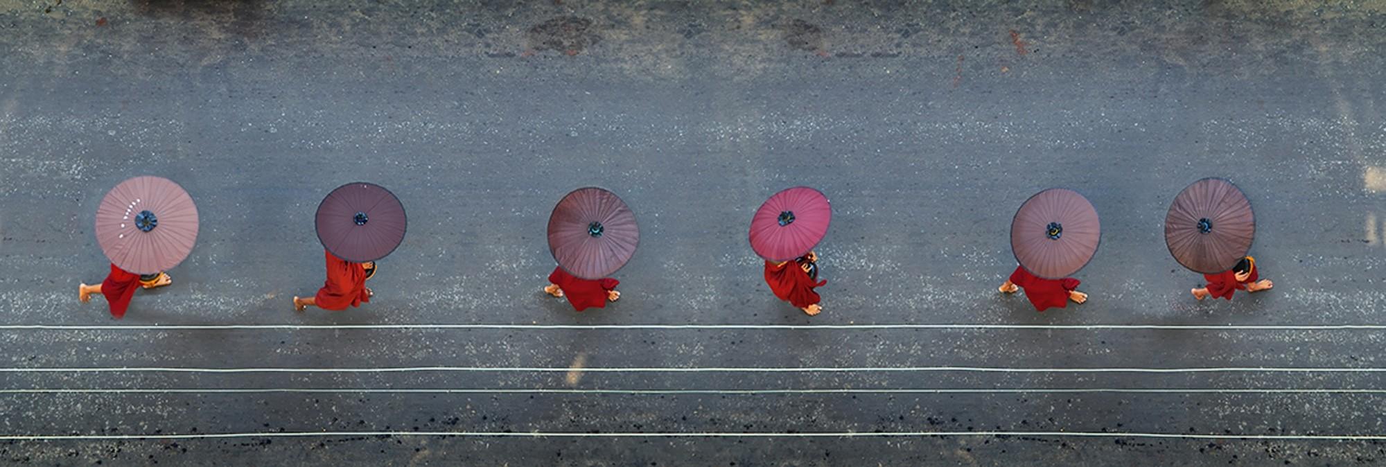 6 Monks, 6 AM (40x120cm) | Fotografie von Finkbeiner & Salm, Direktdruck auf Alu-Dibond, limitierte Edition