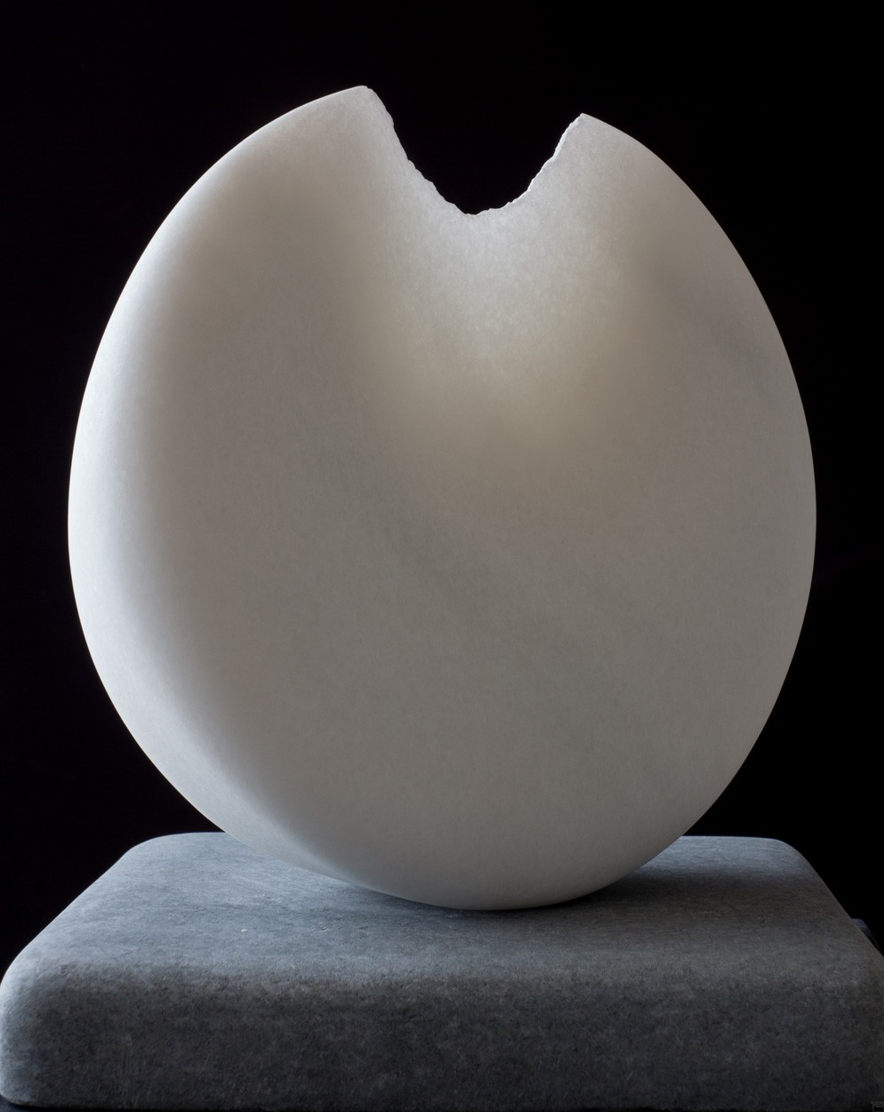 Sonnambula, aus Marmor, Stein Skulptur von Bildhauer Klaus W. Rieck