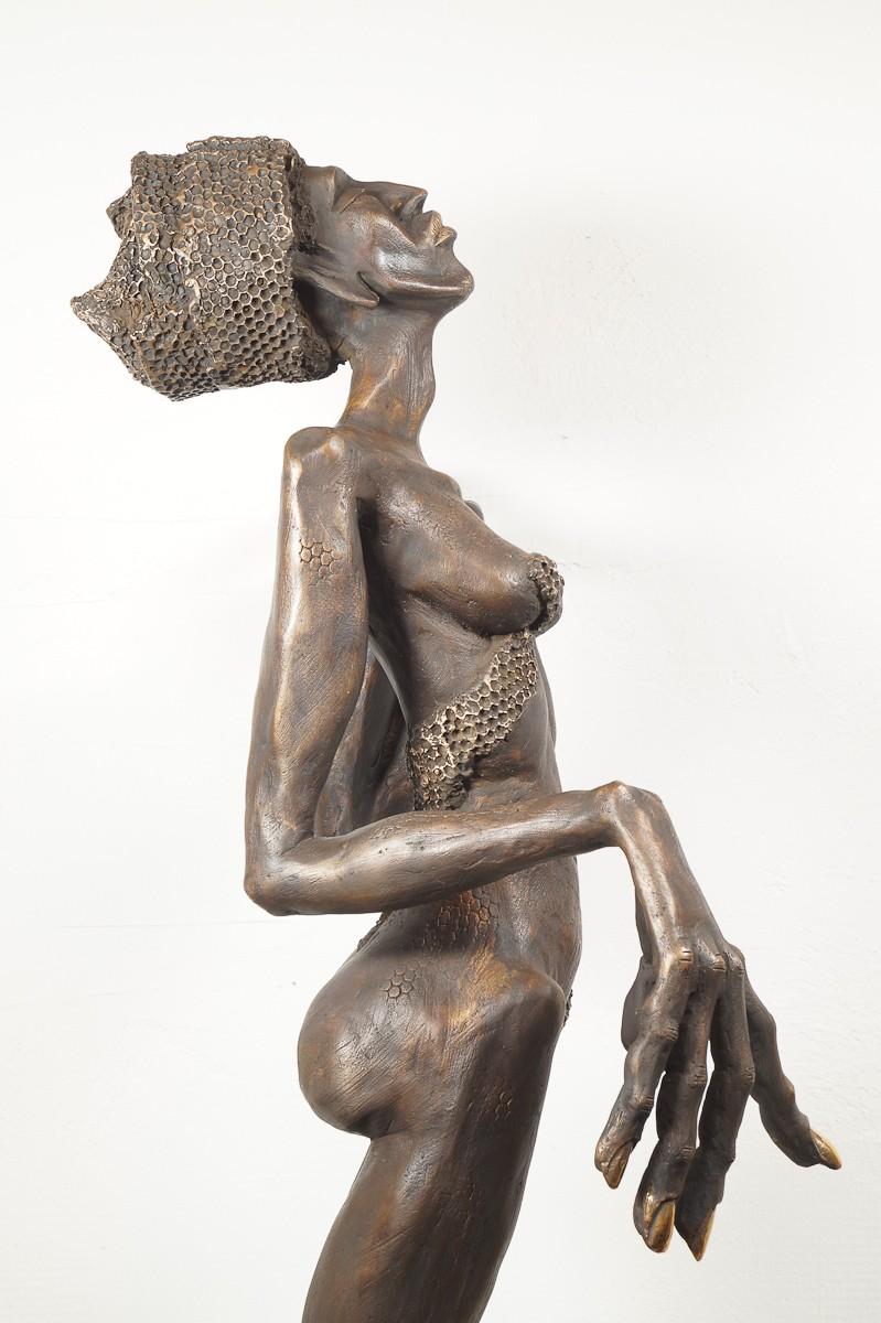Die Königin - Bronze Plastik, Skulptur von Tim David Trillsam, Edition, seitl re