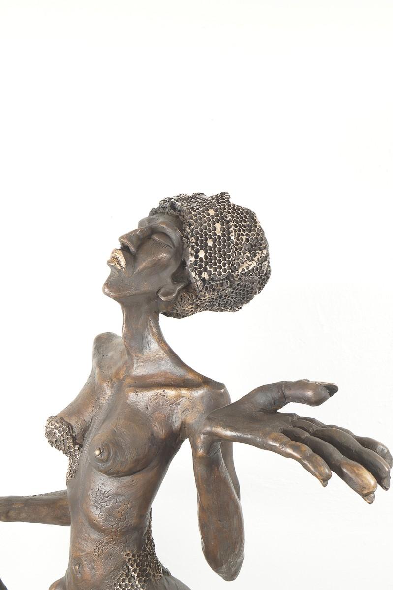 Die Königin - Bronze Plastik, Skulptur von Tim David Trillsam, Edition, Detail Oberkörper