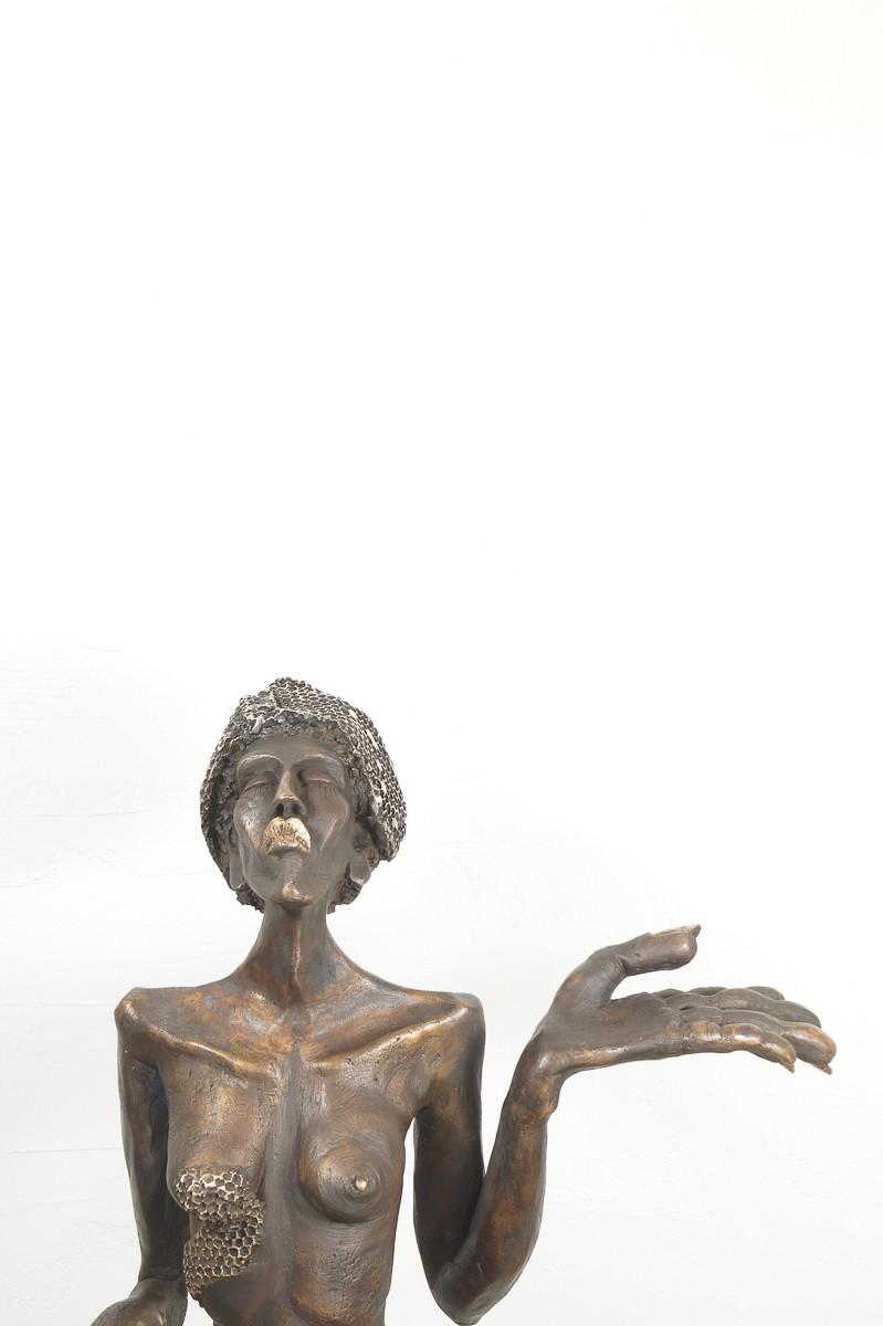 Die Königin - Bronze Plastik, Skulptur von Tim David Trillsam, Edition, Detail Büste